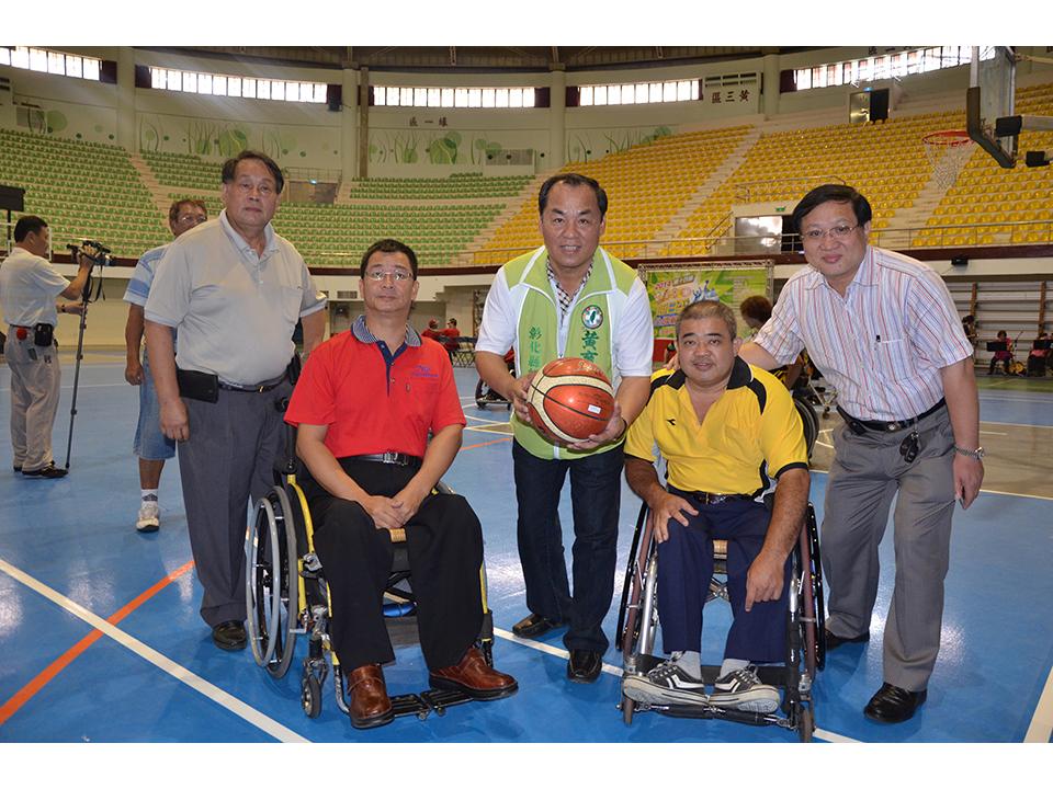 十四屆旭日盃全國輪椅籃賽 選手克服身體障礙切磋球