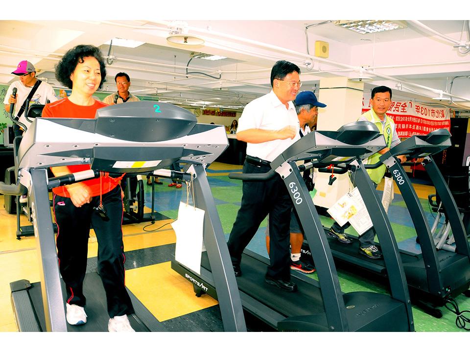 邱建富響應「全民健康月」每天30人免費健身!