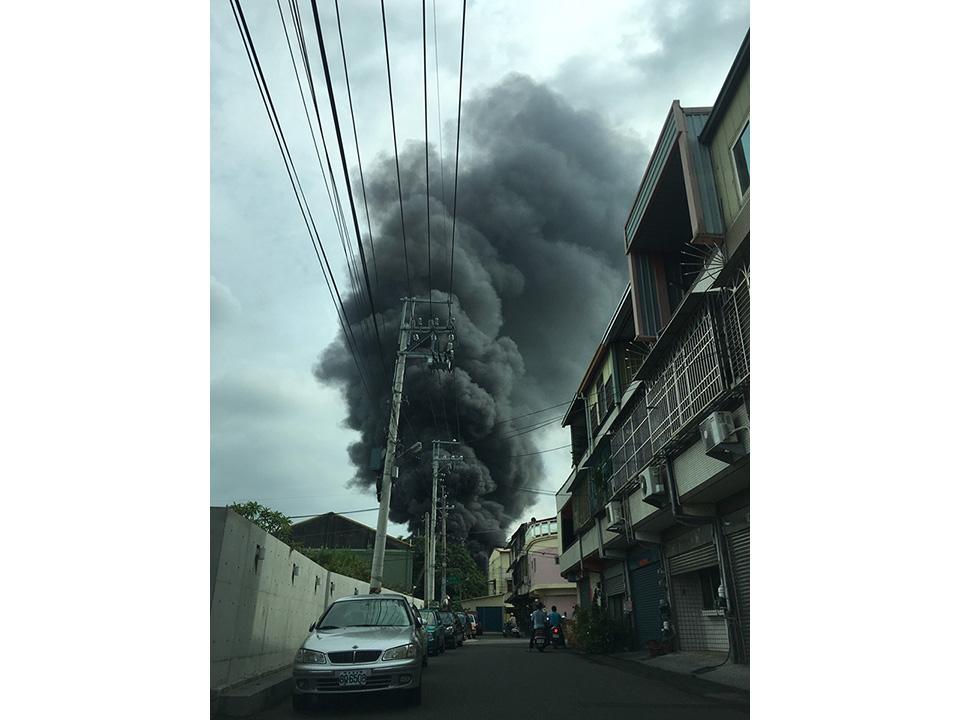 花壇菜瓜布工廠鍋爐爆炸 300坪遭火噬5員工燒傷送