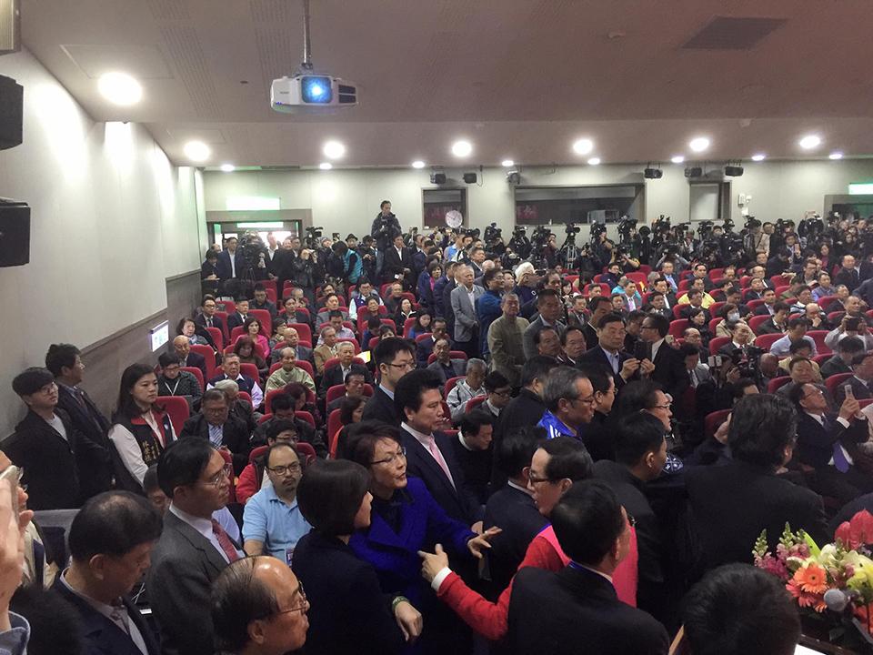 吳敦義宣布參選黨魁  關鍵在吳郝整合