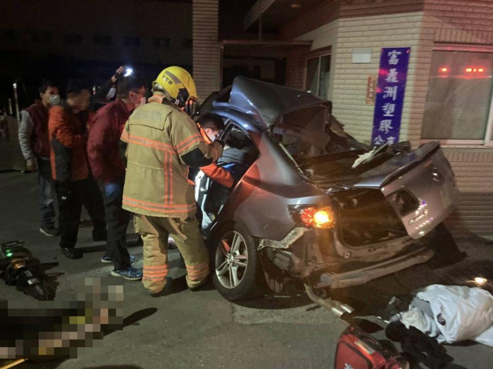 台南自撞車禍釀6死 駕駛無照又超載