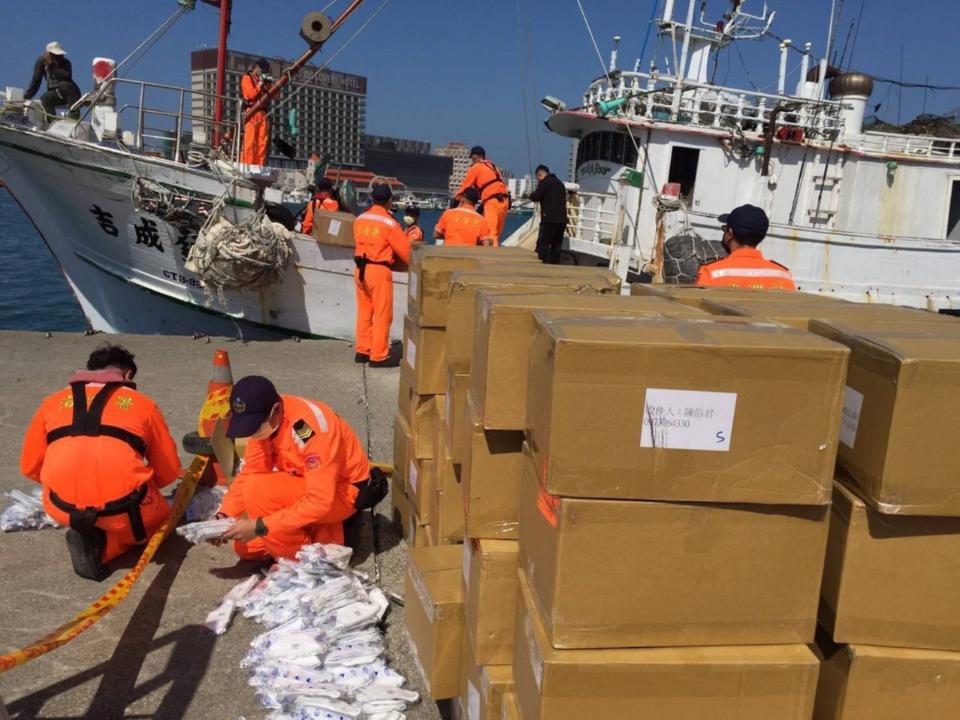 海巡署查獲7.1萬個N95口罩  船長辯:給家人用