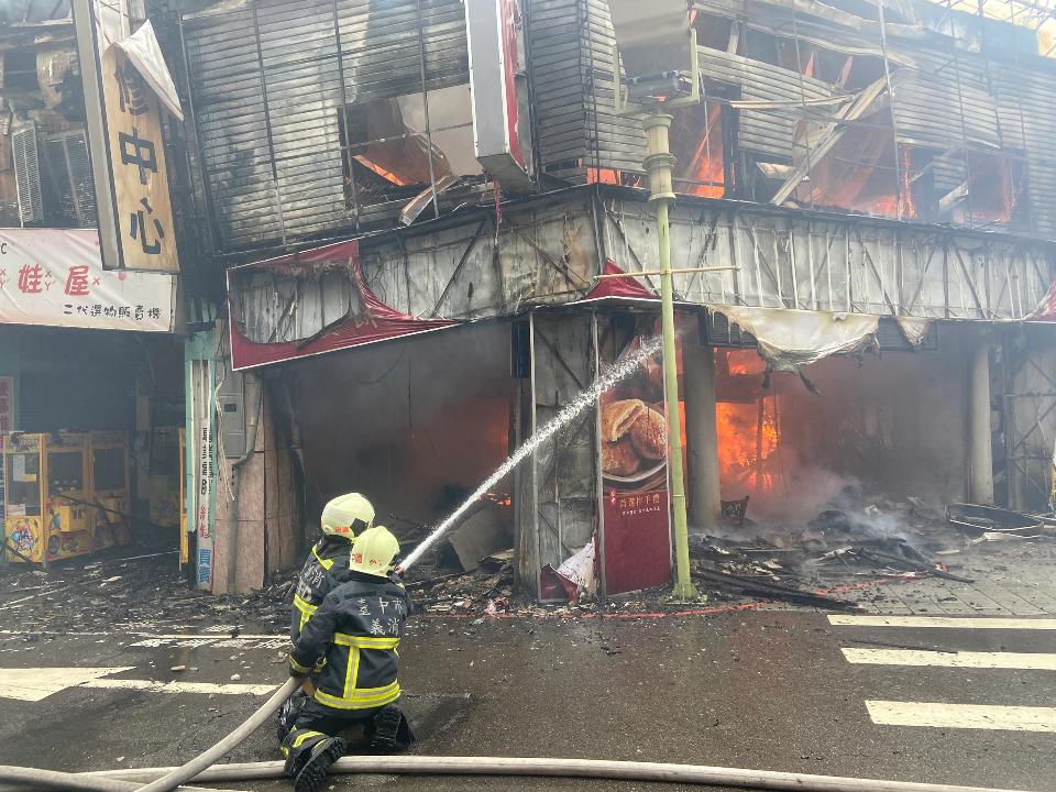 老字號餅店「一福堂」陷火海濃煙竄天際