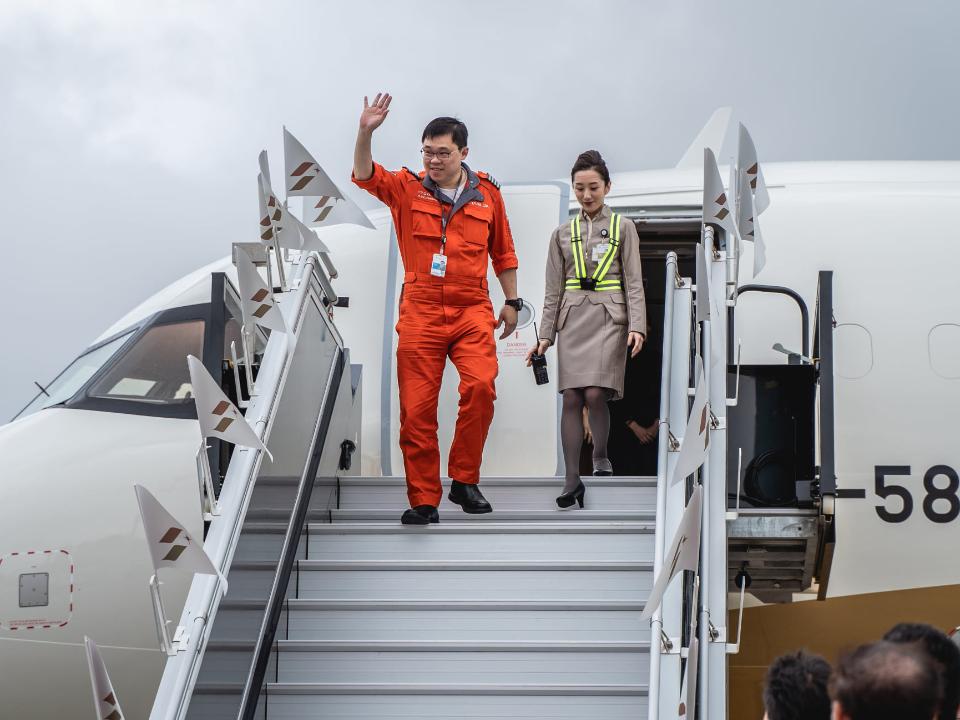 星宇航空首架A321neo張國煒親自駕回 桃機「水門禮」迎接