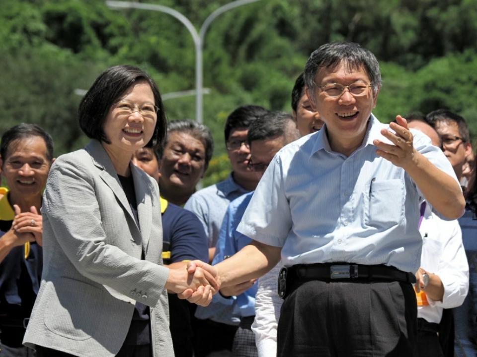 台灣價值蔡柯冷互動 狂嗆記者「中天的」
