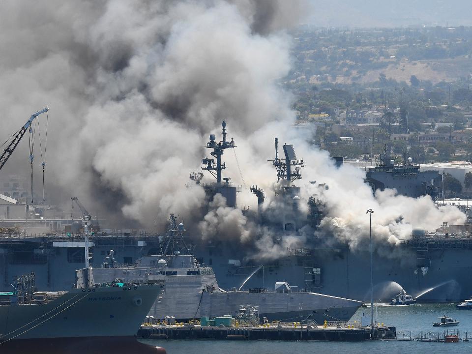 一片焦黑!美軍兩棲攻擊艦爆炸 21人受傷送醫