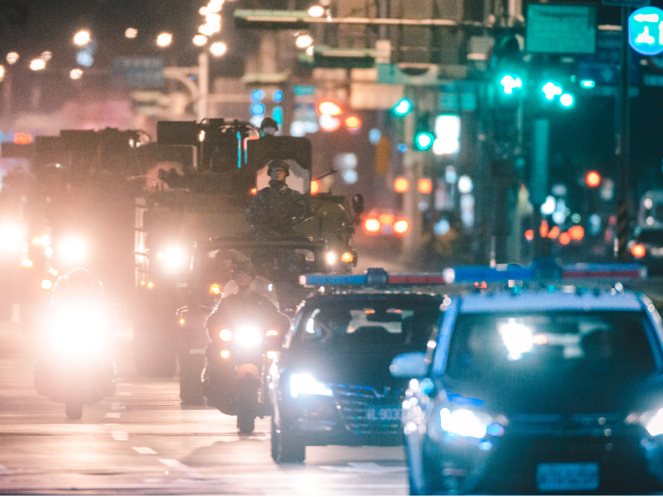 深夜大進擊!憲兵雲豹甲車深夜奔馳 台北街頭戰術機動演練