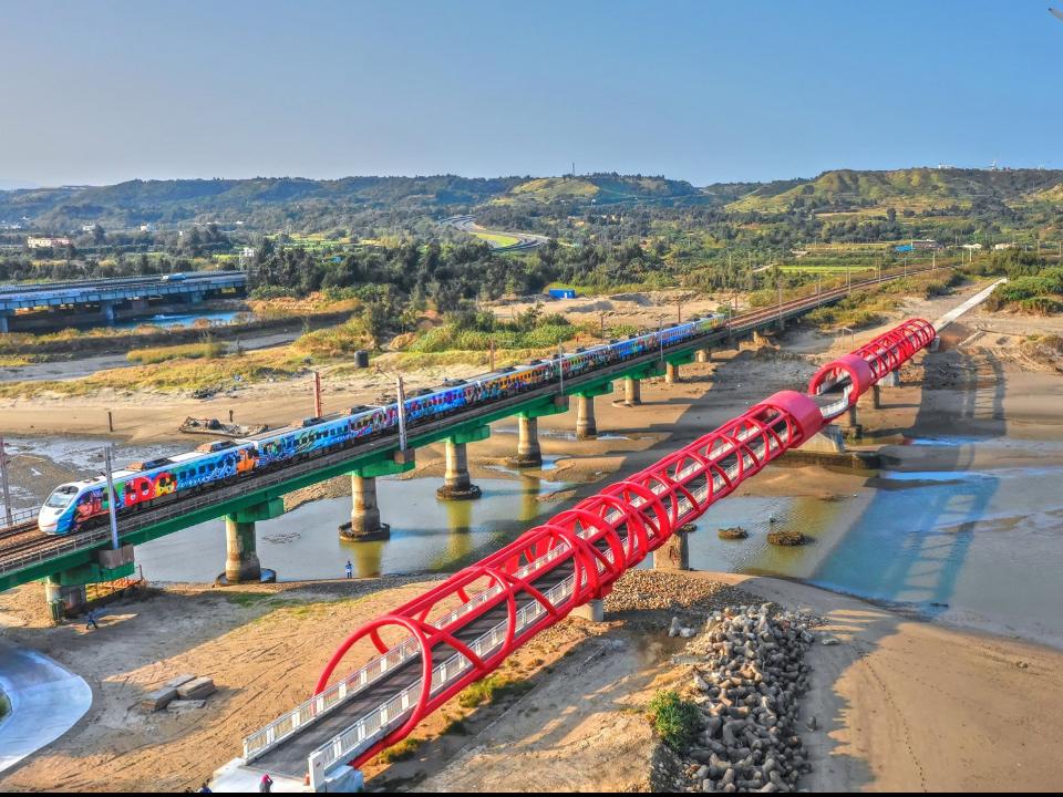 苗栗海岸線新地標 「西湖溪出海口鋼構景觀橋」4月啟用