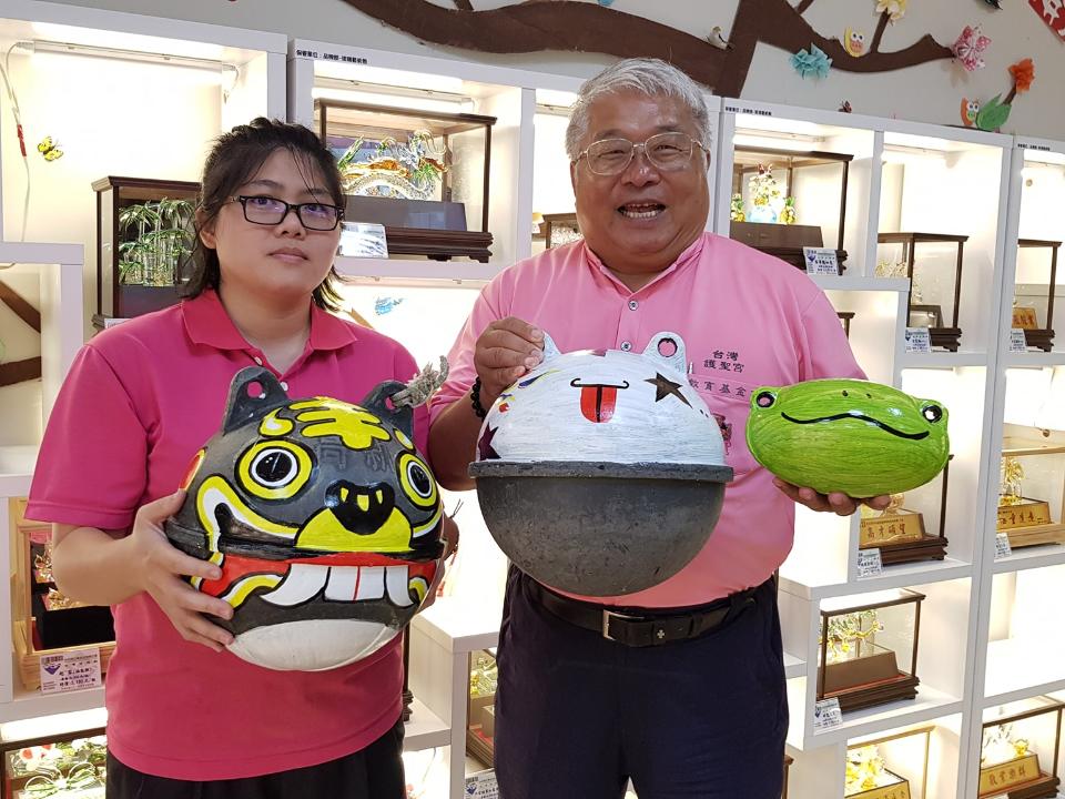 台灣玻璃館推減塑 廢棄浮球改造變藝術