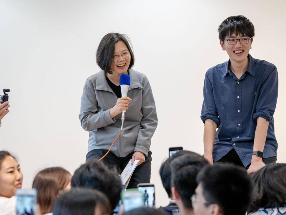 一張畢業證書讓部分台灣人失去理智 英國倫敦政經學院不堪其擾