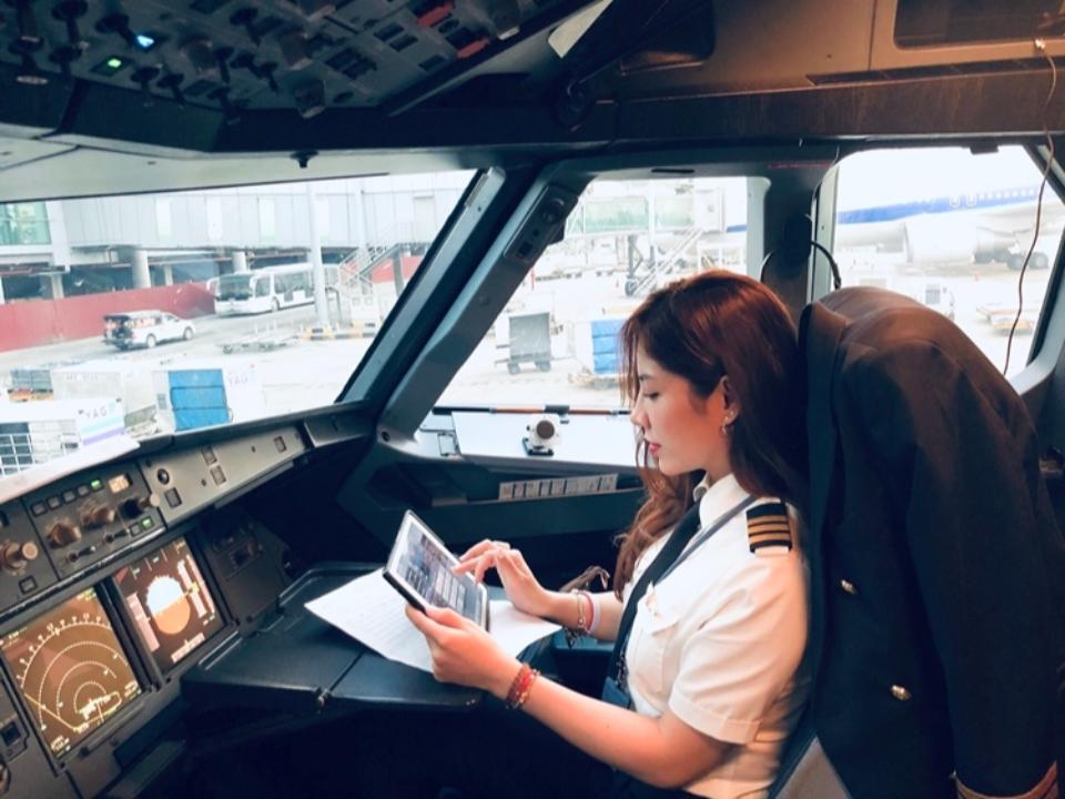 越南空姐躍上「最美副機長」逆齡顏值網戀愛