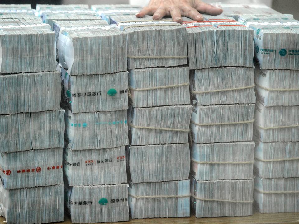 災情慘重!肺炎疫情拖累 勞動基金慘賠1514億