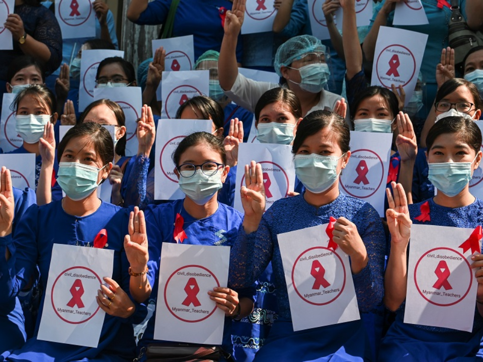 抗議政變!緬甸師生高喊拒絕軍統 民眾要求釋放翁山蘇姬