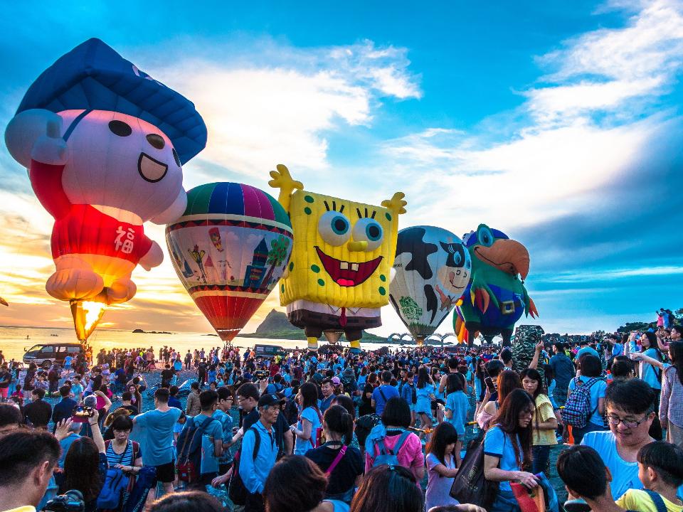 2020台灣國際熱氣球嘉年華 光雕音樂會池上大坡池拉開序幕 ...