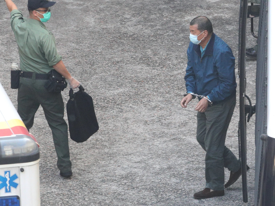 傳媒大亨黎智英被控詐騙罪 裁判官拒絶保釋拘押至明年四月再審