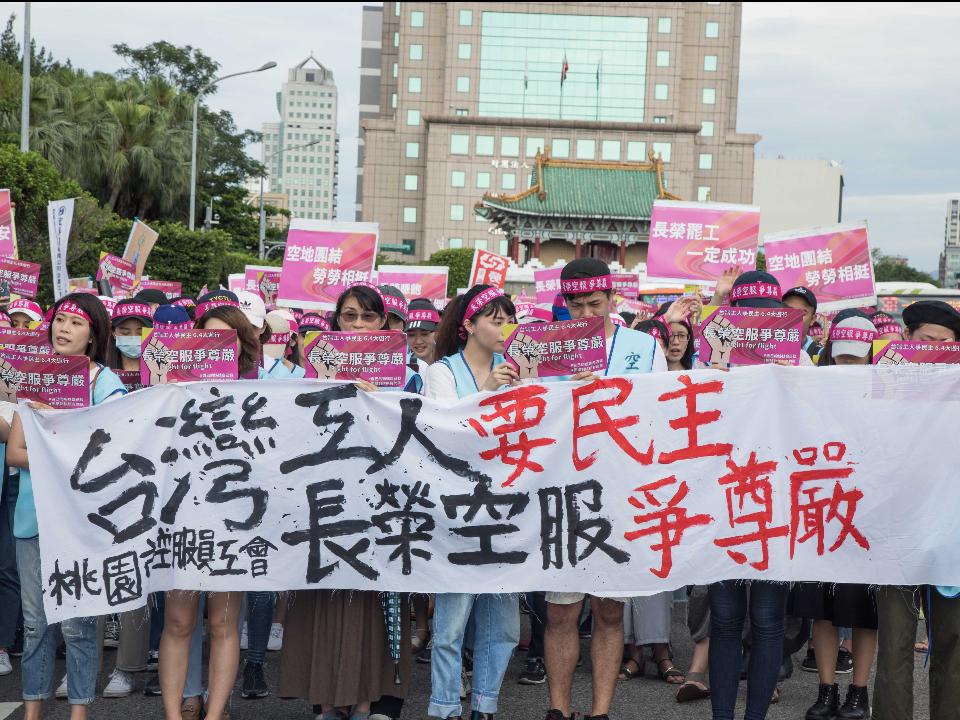 罷工進入100小時   長榮航空反擊空服員工會