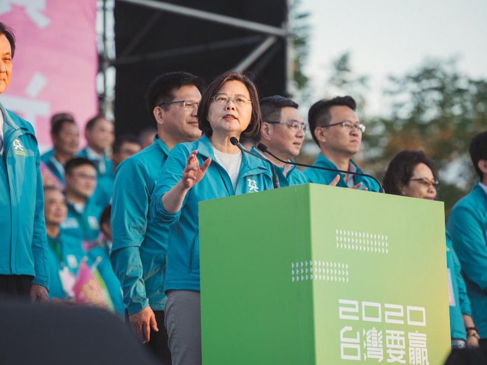 台灣要贏、台中先贏 蔡:要勇敢捍衛主權!