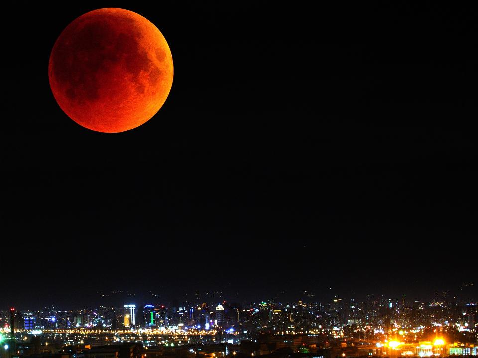 月全食「超級血月 」驚奇現身 三種天文奇景一次滿足