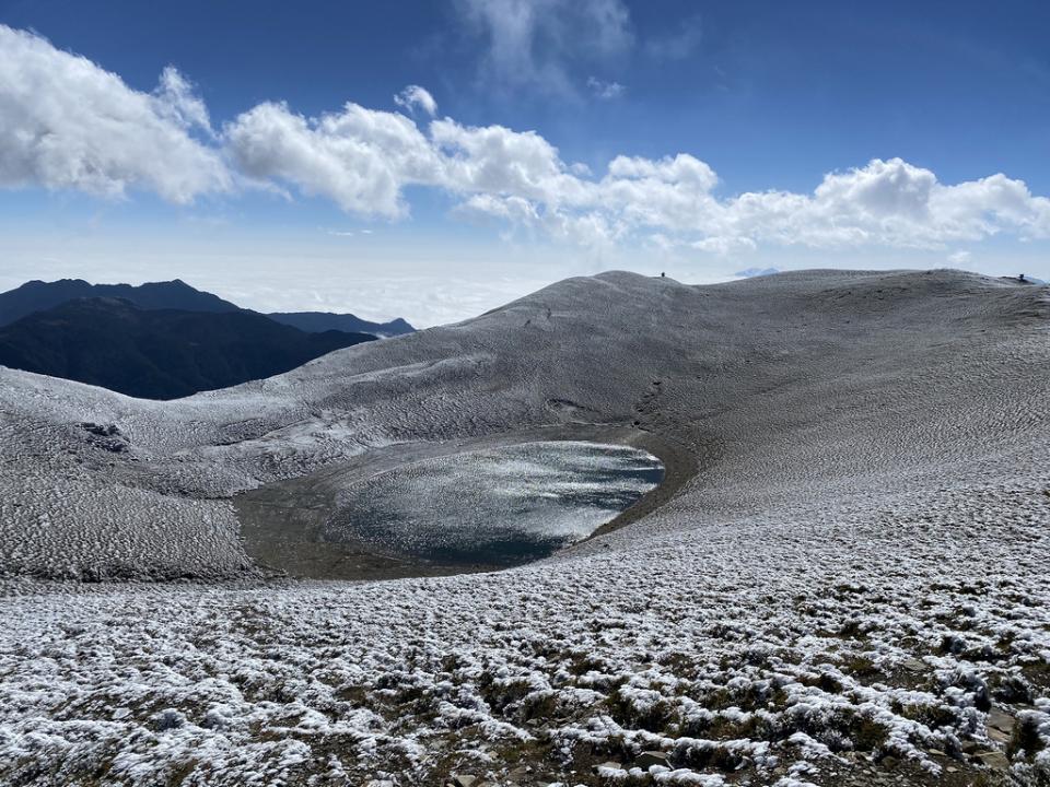 嘉明湖步道結霜羽 上山需加穿冰爪