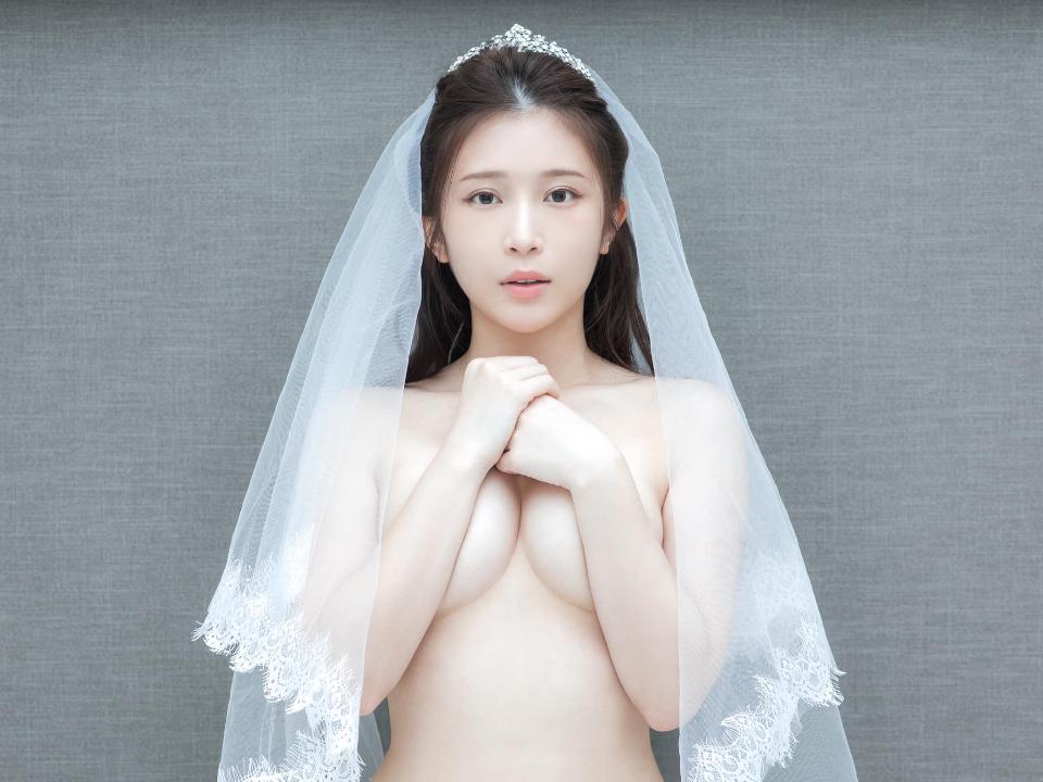 雞排妹PO閨房照 網友:是噹高嘉瑜嗎?