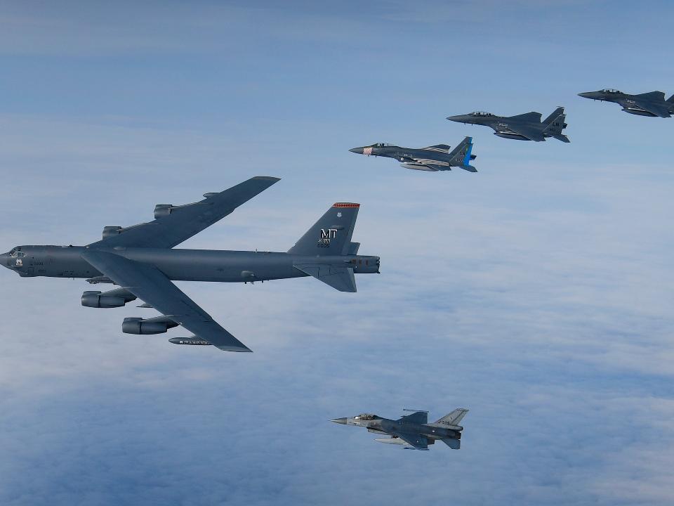 美英荷「近距射擊」空戰演練 B-52首入列