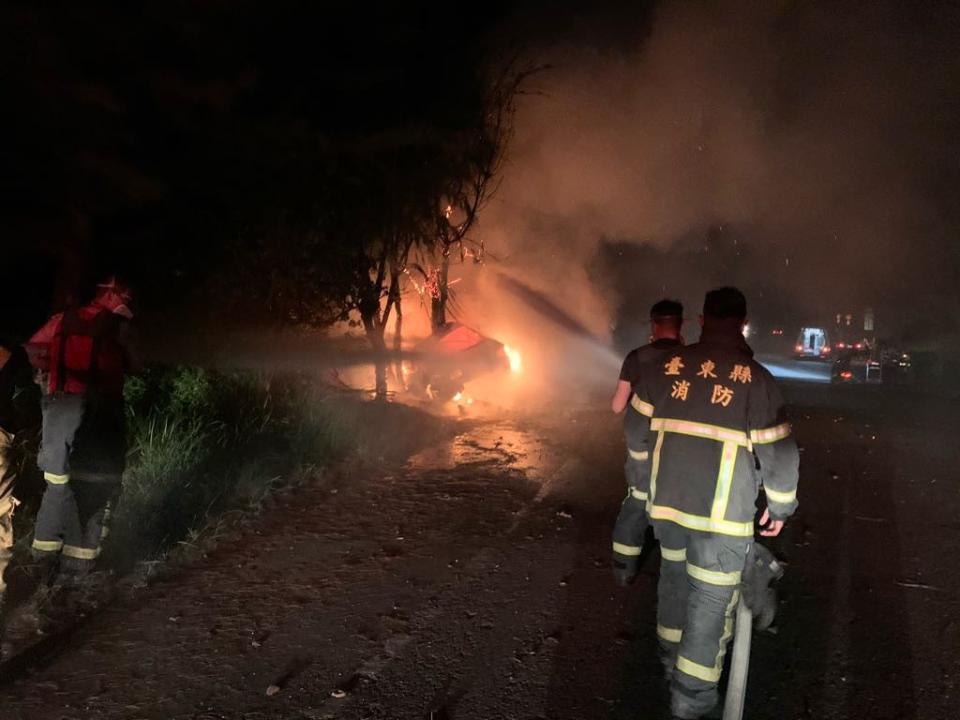 競速自撞?台東公主道深夜火燒車 燒成焦屍難辨識