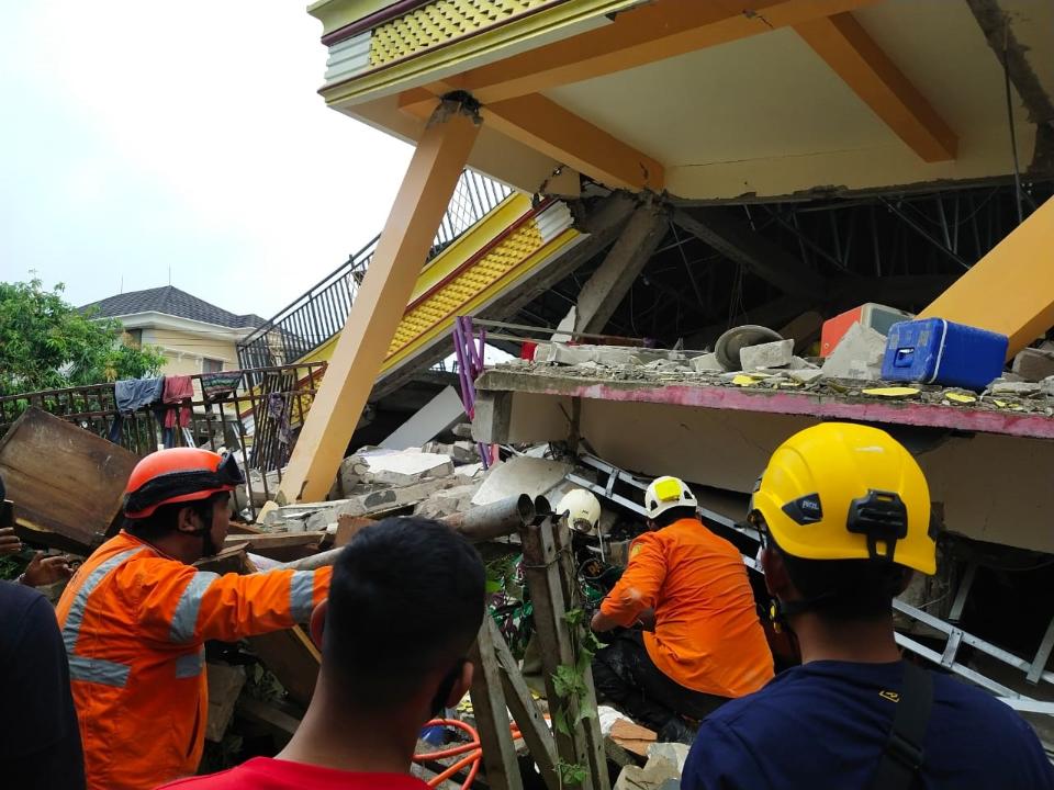 印尼6.2地震飯店倒塌 至少3死24傷