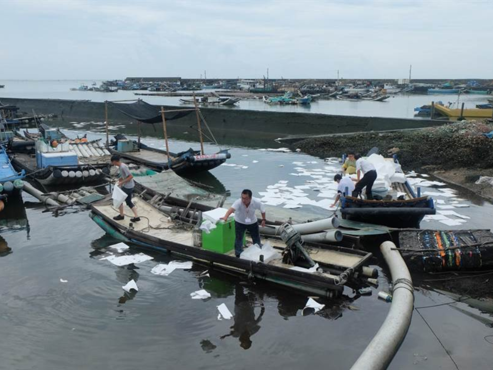 港邊加油站驚傳漏油 柴油外洩5.3噸緊急封港