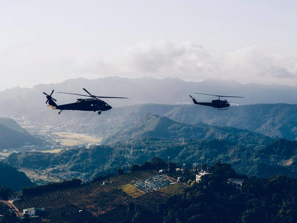 黑鷹直升機迫降宜蘭陸空動員搜救 突顯訓練和缺員嚴重問題