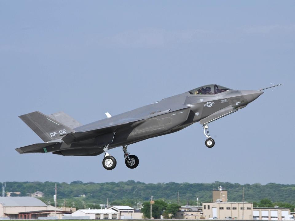 F-35戰機降價 五角大廈和洛馬握手協議