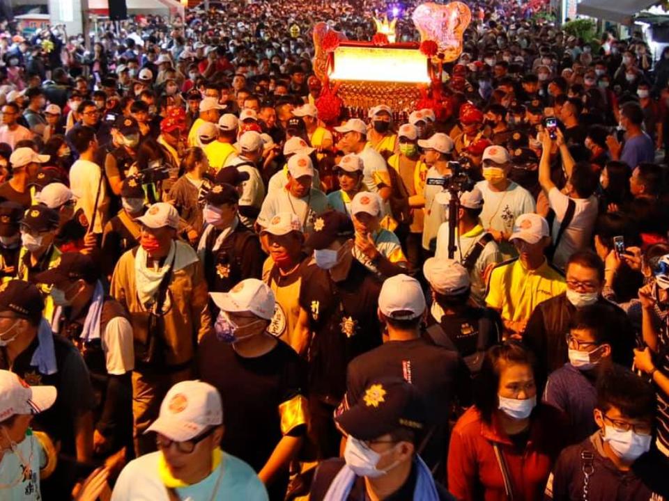 大甲媽回鑾彰化爆數波激烈衝突 警方證實是員警噴辣椒水
