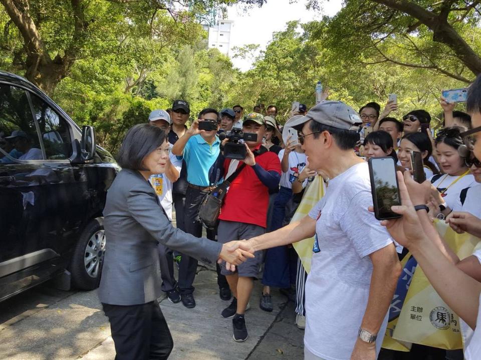 金門巧遇!台灣總統雙英會 七月網友緊盯「死亡之握」