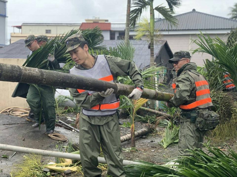 屏東龍捲風災情 國軍協助清理家園