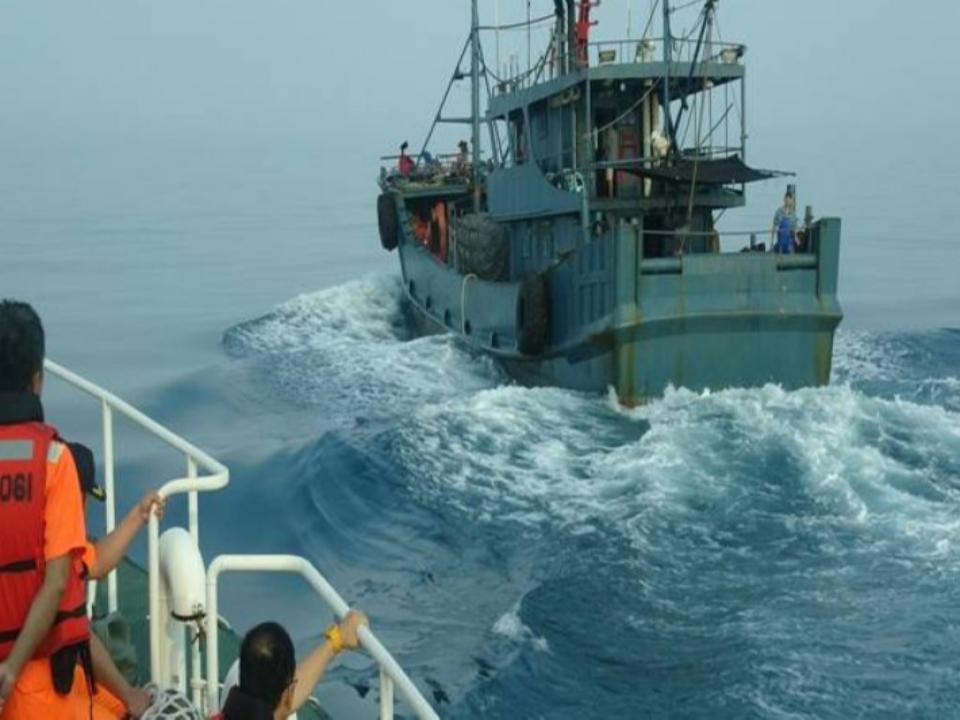 動機不明!陸鐵殼船闖綠島、蘭嶼海域 台灣海巡驅離